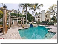 Arnold_Back-Exterior-Pool-574x430
