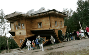 Upside Down House of  Daniel Czapiewski (8) 4